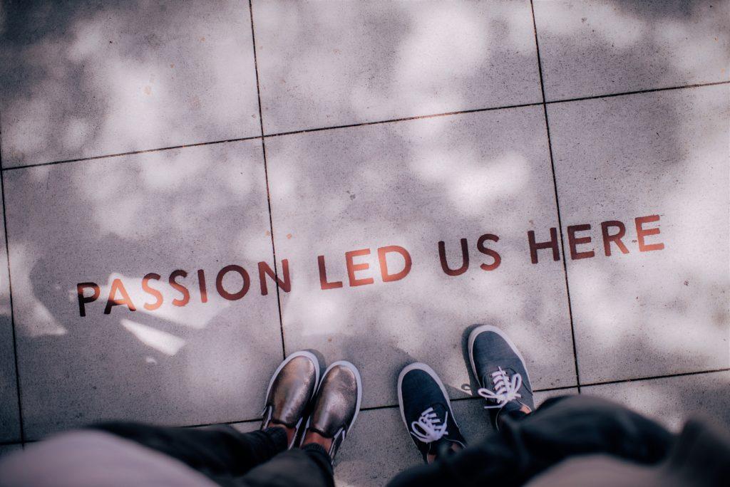 trabajar en una empresa es un viaje lleno de emociones que nos marcan